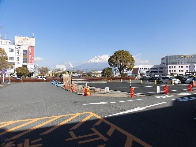 全面リニューアルに向けた新富士駅富士山口広場の工事が本格化  あと1年、少し我慢を_f0141310_07403396.jpg