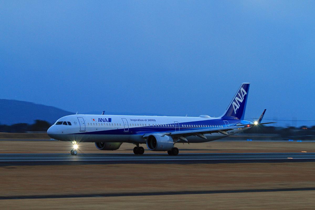 ASO KUMMOTO AIRPORT IN BLUE。 _b0044115_08320173.jpg