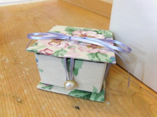牛乳パッククラフト & 布細工 ~ 布薔薇ブローチ ~_e0222340_1055783.jpg