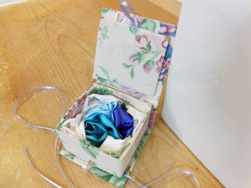 牛乳パッククラフト & 布細工 ~ 布薔薇ブローチ ~_e0222340_1061211.jpg