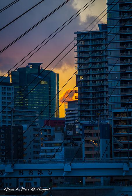 東京の風景 夕刻のビルの合間_b0133053_00023743.jpg