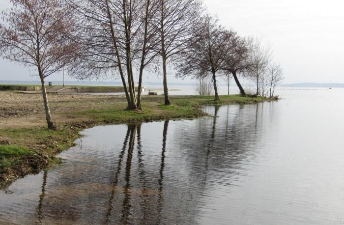 静寂の湖 …… 。_b0287748_04572873.jpg