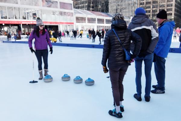 NYでカーリングするならブライアント・パークのスケート・リンクへ?!_b0007805_23373046.jpg
