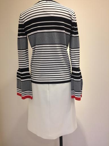 便利な白のスカート_c0223630_21164144.jpg