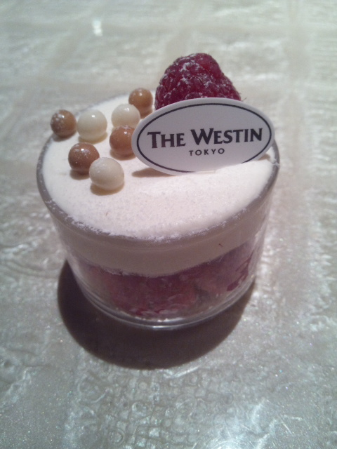 ウェスティンホテル東京 ザ・テラス ストロベリー・デザートブッフェ_f0076001_2355028.jpg