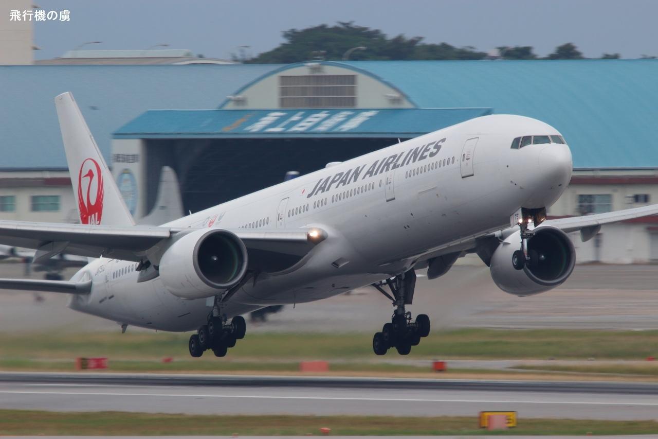 曇天の離陸 東京2020特別塗装機だけど  B777  日本航空(JL)_b0313338_00535523.jpg