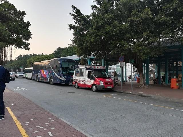 12號巴士を待って_b0248150_10072278.jpg