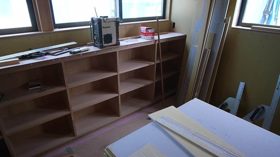 家具と玉砂利洗出しなど_b0061387_00201188.jpg