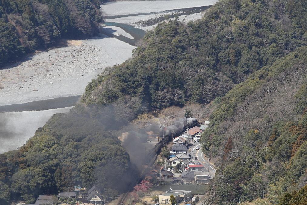 大井川の山里に煙を残して汽車がいく - 大井川重連・2017年 -_b0190710_23462926.jpg