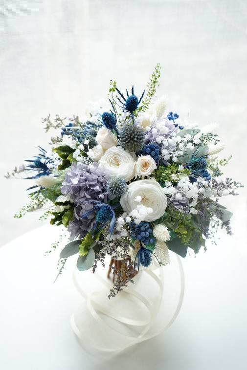 #ブルー系の小花を集めたクラッチブーケ_a0136507_22535733.jpg