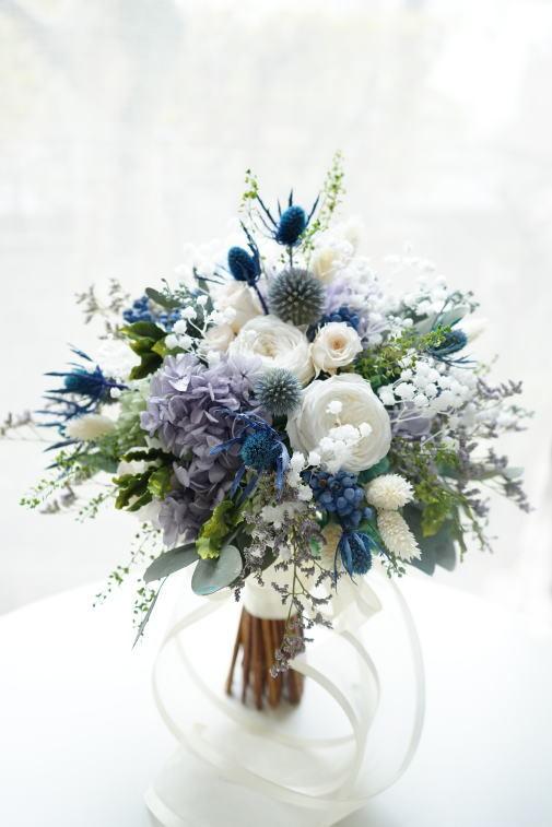 #ブルー系の小花を集めたクラッチブーケ_a0136507_22544232.jpg