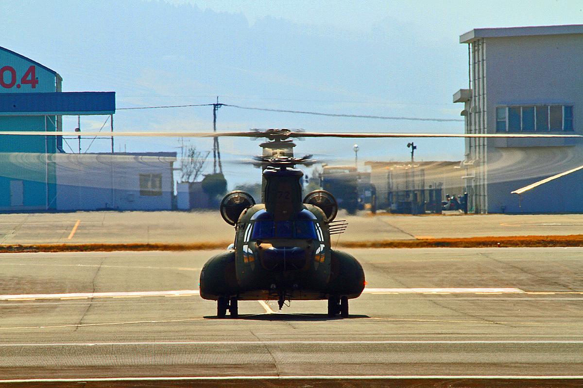 陸上自衛隊ヘリコプター。_b0044115_09161880.jpg