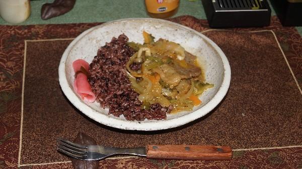 夕飯は本部牛の野菜炒め_e0166355_18055437.jpg