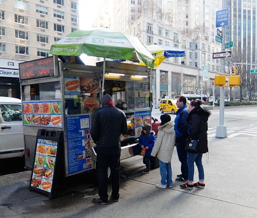 日常的なニューヨークのワンシーン、街角のストリート・ベンダー_b0007805_244387.jpg