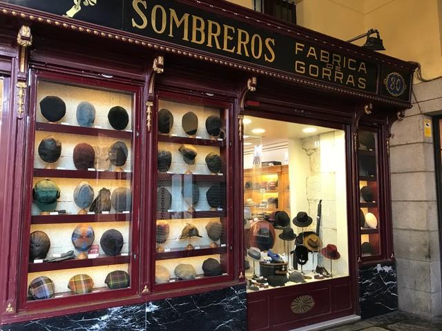 マドリードの帽子店_c0213220_4115637.jpg