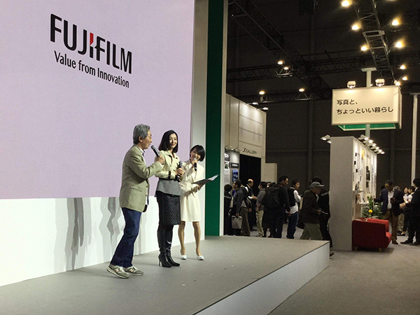 今日はCP+最終日、富士フイルムのステージで行われた、織作峰子さんのトークショーにゲストとしてご一緒させて頂きました。_b0194208_21564054.jpg