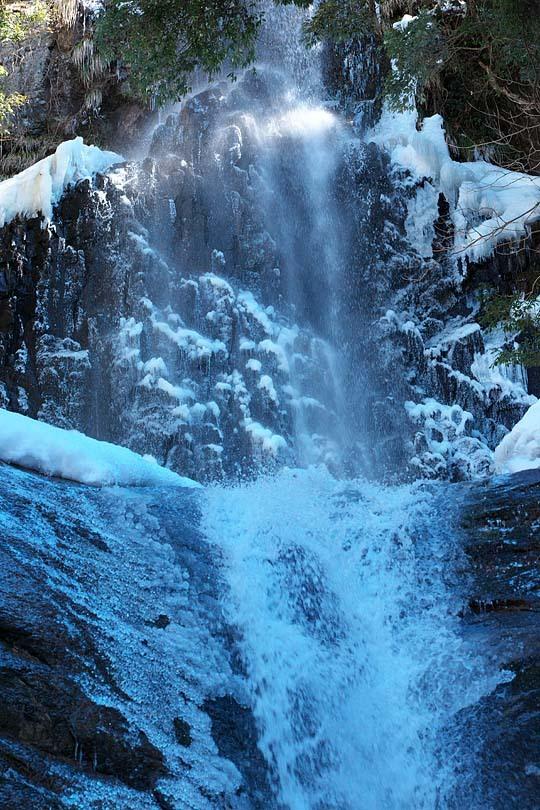 凍える猿尾滝_c0067040_12232517.jpg