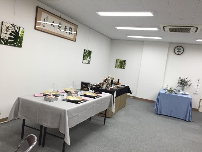 始まりました。学園南地区ふれあいテーブルコーディネート部会のコーディネート展_a0125981_18353962.jpg