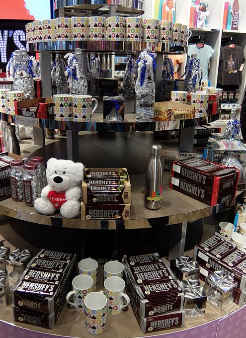 ハーシーズ・チョコレート・ワールドのチョコ以外の品々_b0007805_6173018.jpg