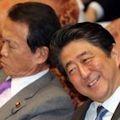 麻生太郎の辞任が焦点 - 朝日新聞が暴露した森友公文書偽造事件_c0315619_15482753.jpg