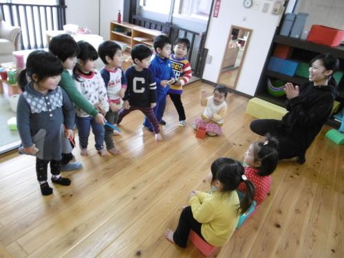 「花の子クラスの遊び」_a0323443_11563288.jpg