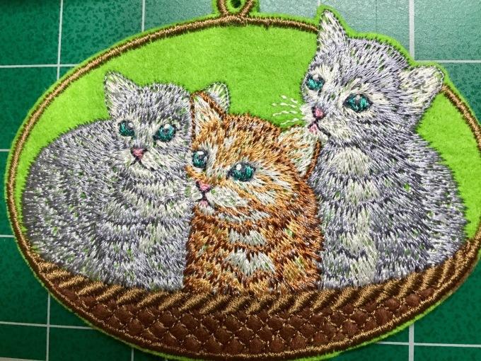 ウサギとネコの刺繍_e0385587_00011928.jpeg