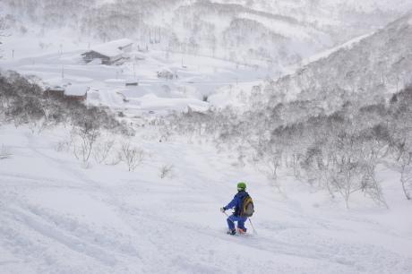 2018年1月21日ニセコ五色温泉に泊まり、裏のメクンナイ岳を滑る_c0242406_17332599.jpg
