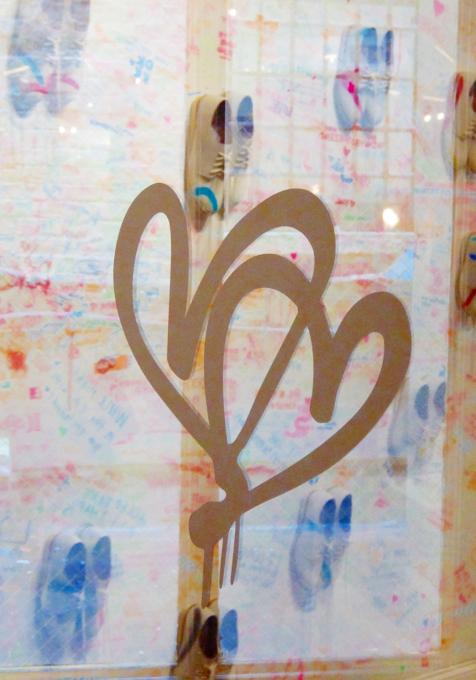 キャナル・ストリート・マーケットで「ラブ・ウォール」(Love Wall)展?!_b0007805_2235656.jpg