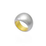 身につける漆 漆のアクセサリー リング 清風 銀流星色 坂本これくしょんの艶やかで美しくとても軽い和木に漆塗りのアクセサリー SAKAMOTO COLLECTION wearable URUSHI accessories ring SeiFu silver meteor color 流星が銀色にキラキラと輝くような銀流星色は日本人の肌に合う上品なシルバーカラー、ふっくらとした厚みと存在感が人気の指輪、栃の木(とちのき)を使用しているため軽量で楽な着け心地、指を包み込むようなぬくもりのある使用感、ウレタンコートでかぶれ易い方にも安心です。 #漆のリング #指輪 #リング #シルバーリング #清風 #流星色 #ring