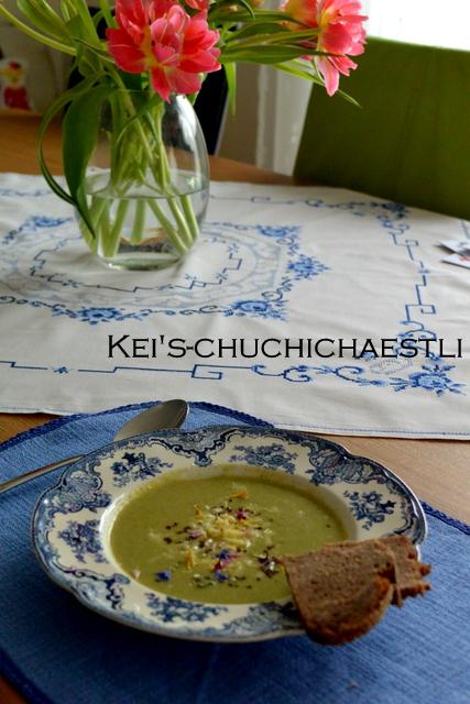 体にも優しい豆乳でグリーン色のスープ: )_c0287366_23341844.jpg