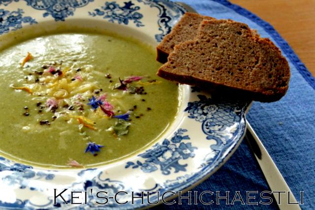 体にも優しい豆乳でグリーン色のスープ: )_c0287366_2377100.jpg