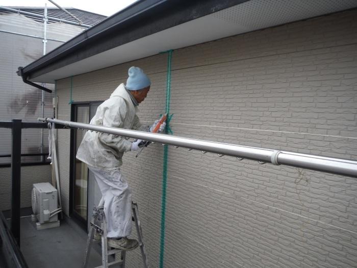 屋根・外壁塗り替え ~コーキング打ち直しと養生_d0165368_07350871.jpg