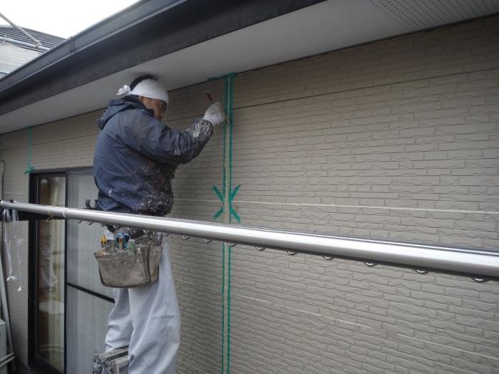 屋根・外壁塗り替え ~コーキング打ち直しと養生_d0165368_07352065.jpg