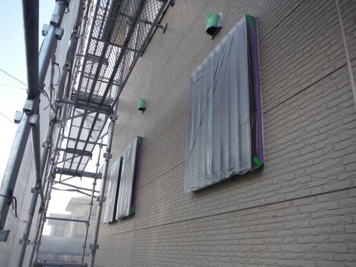 屋根・外壁塗り替え ~コーキング打ち直しと養生_d0165368_07364414.jpg