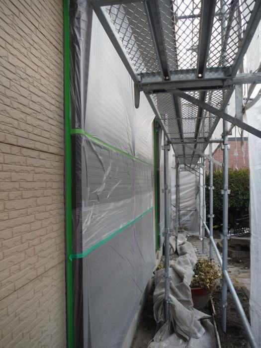 屋根・外壁塗り替え ~コーキング打ち直しと養生_d0165368_07365277.jpg