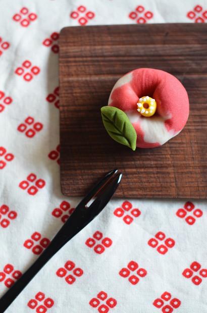 寒椿の練り切り  Homemade Camellia Nerikiri_d0025294_20520702.jpg