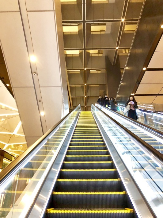 京橋エドグランのエスカレーターのその先へ  _a0103940_02485782.jpeg