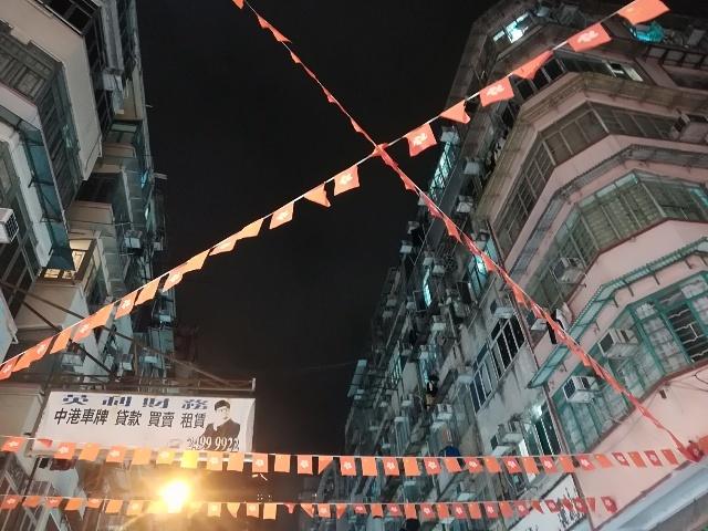 上海街からバス停へ_b0248150_14372332.jpg