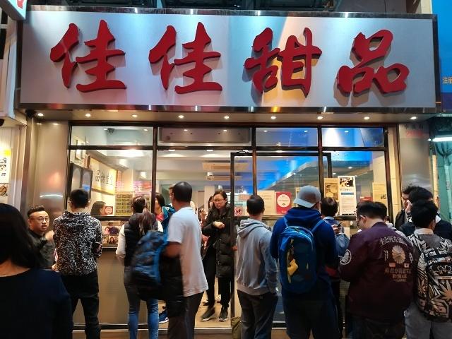 上海街からバス停へ_b0248150_14385282.jpg