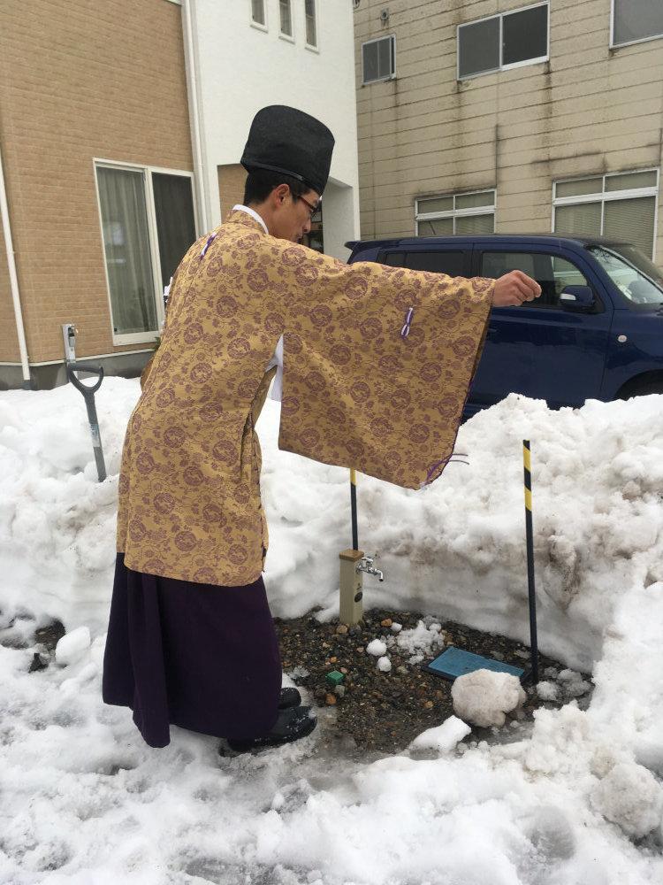 雪の中の地鎮祭_b0349892_09533111.jpg
