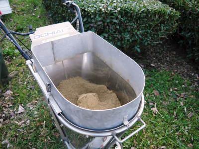 菊池水源茶 有機栽培のお茶に肥料を散布!厳しい基準がありました!_a0254656_18101515.jpg