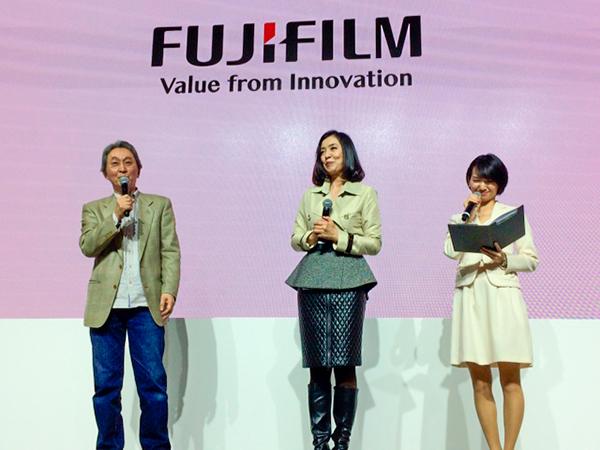 今日はCP+最終日、富士フイルムのステージで行われた、織作峰子さんのトークショーにゲストとしてご一緒させて頂きました。_b0194208_01060512.jpg