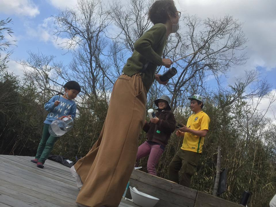 サンバで盛り上がりました!『森のカルナヴァル・我が家の音♪を持ち寄って』親子で参加のワークショップ☆_b0032617_16292826.jpg