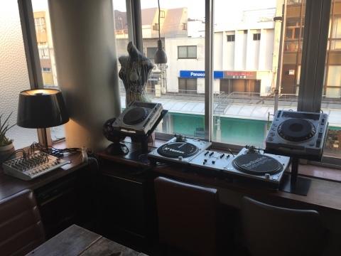 Luzcafe DJ機器移動設置完了_e0115904_06164418.jpg