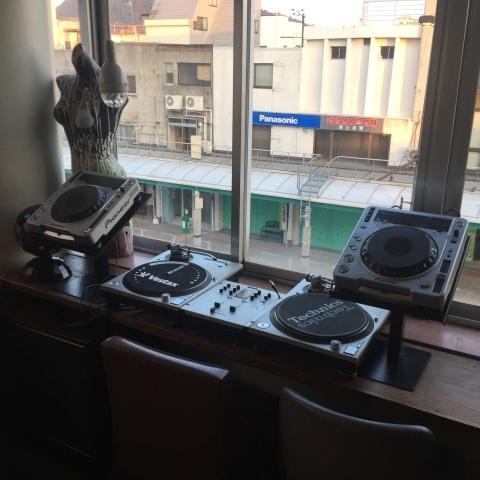 Luzcafe DJ機器移動設置完了_e0115904_06172054.jpg