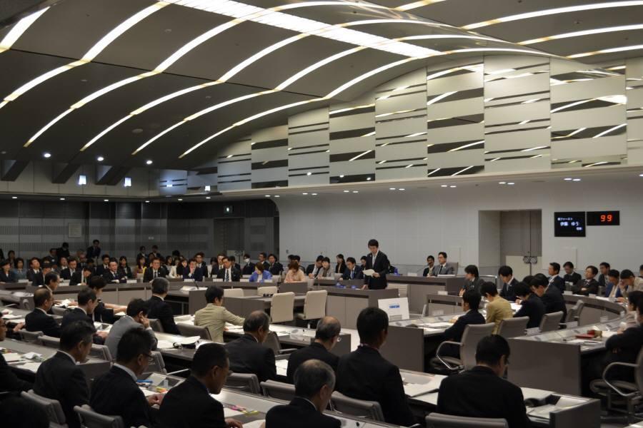 予算特別委員会1日目_f0059673_23370809.jpg