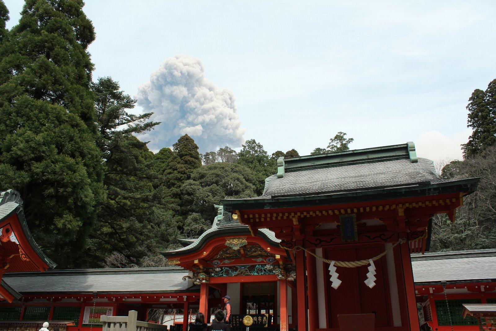3月12日の太陽 新燃岳の噴火!_e0174091_15222965.jpg