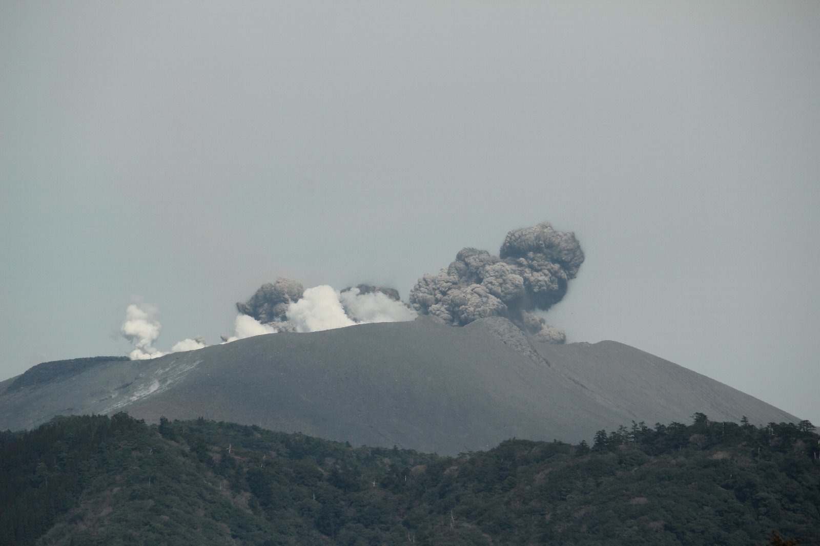 3月12日の太陽 新燃岳の噴火!_e0174091_15230378.jpg