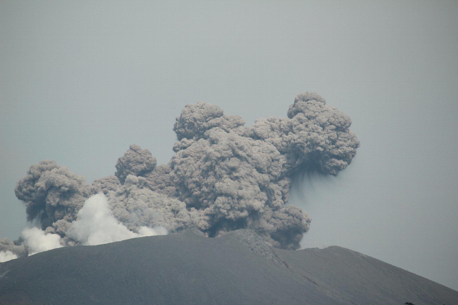3月12日の太陽 新燃岳の噴火!_e0174091_15231696.jpg