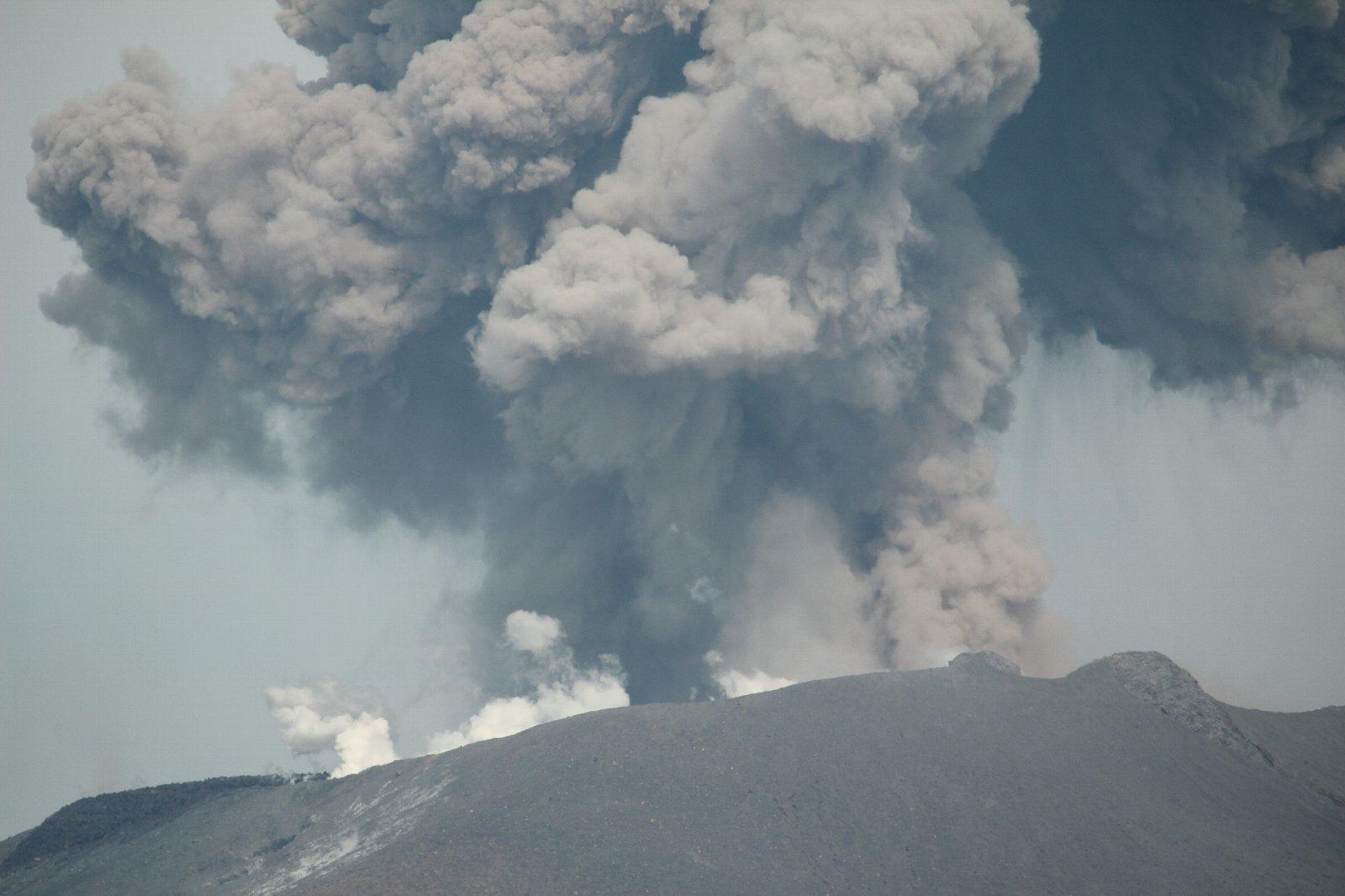 3月12日の太陽 新燃岳の噴火!_e0174091_15250919.jpg